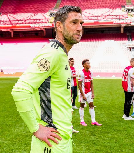 Stekelenburg blijft nog een jaar bij Ajax: 'Gaat prima toch?'
