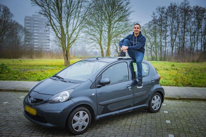 De Toyota Aygo wordt relatief veel gestolen in Zoetermeer. AD-verslaggever Silvester van der Hansz heeft zo'n auto. © Daniella van Bergen