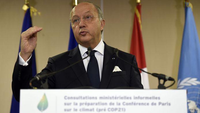 Le ministre français des Affaires étrangères Laurent Fabius lors d'une conférence de presse en marge de la COP21, le 10 novembre 2015.