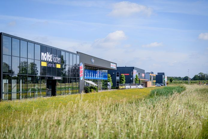 Het bedrijfspand aan de Batterij 10-12 op bedrijventerrein Laarberg in Groenlo, waarin SDOA en Werkbaan Oost begin volgend jaar hun intrek nemen.