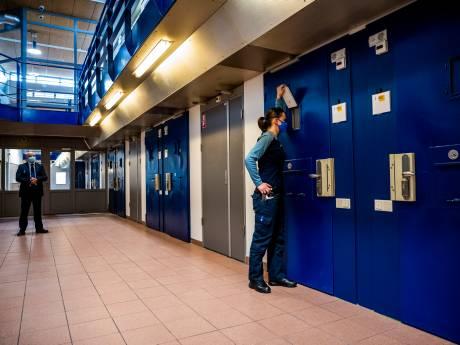 Binnenkijken bij de nieuwe afdeling voor zware criminelen: 'Bestek op de magneetstrip'