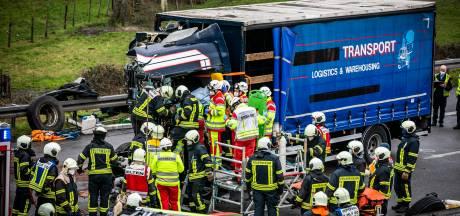 Nederlandse vrachtwagen betrokken bij zwaar ongeluk op de A3/A12 bij Elten, net over de grens bij Beek