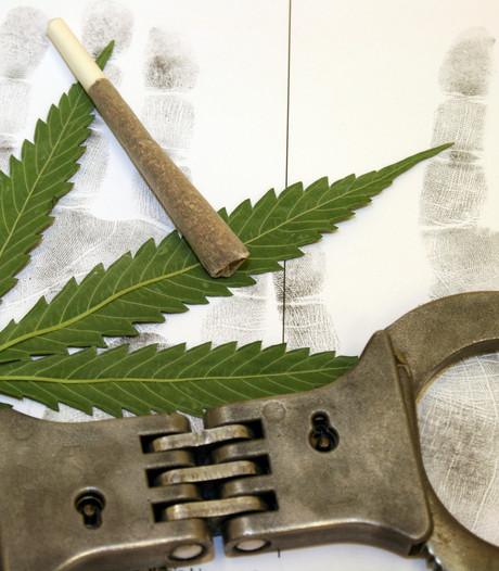 Man uit Guinee-Bissau op Eindhoven Airport aangehouden voor smokkel van bijna 7 kilo marihuana