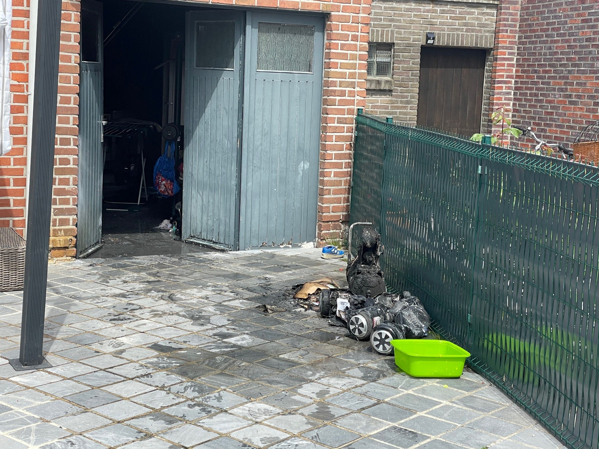 Enkele hoverboards en een compressor sneuvelden bij de brand in Deerlijk.