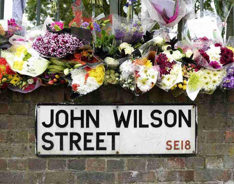 Bloemen in de straat van de moord, Woolwich. Beeld reuters