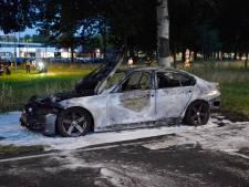 BMW vliegt al rijdend in brand in Breda