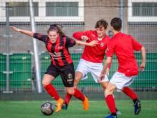 Voetbalster Joy Kersten maakt na blessureleed rentree tegen Ajax
