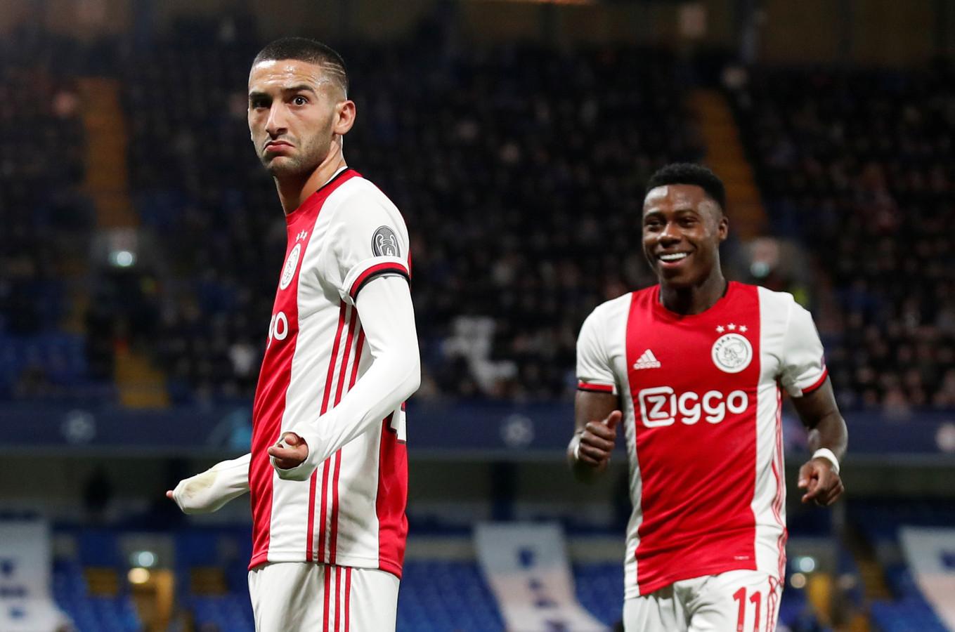 Hakim Ziyech viert zijn goal.
