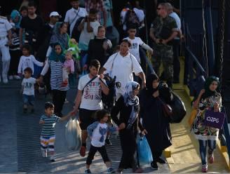 Opnieuw honderden migranten aangekomen op Griekse eilanden: opvangkampen zitten overvol