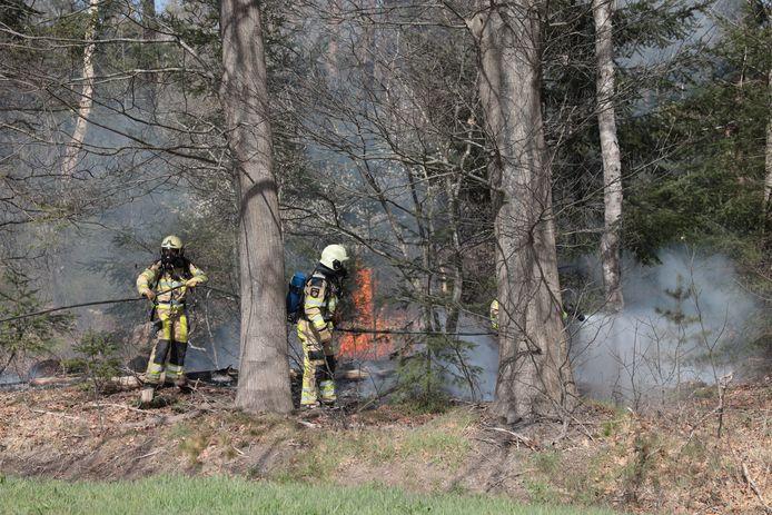 Brand in een bos bij Ommen