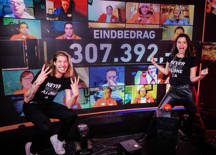 Dj's Frank van der Lende en Eva Koreman van 3FM. De speciale corona-editie van 3FM Serious Request heeft 307.392 euro opgebracht voor het Rode Kruis.