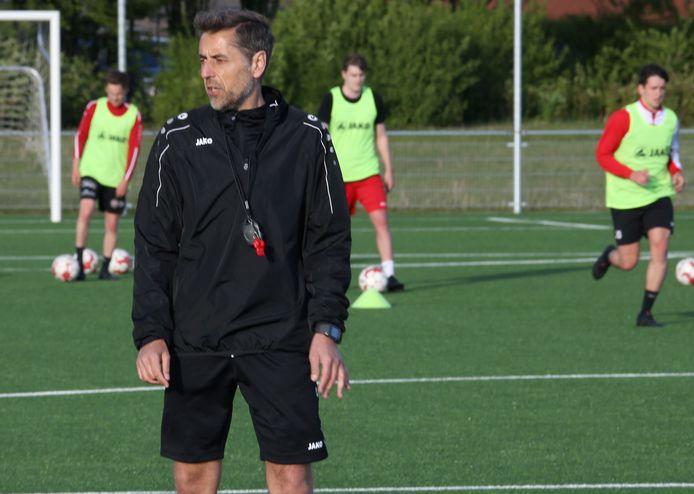 De trainingen bij tweedeprovincialer VC Ardooie onder leiding van coach Filip Comptaert zijn reeds opgestart