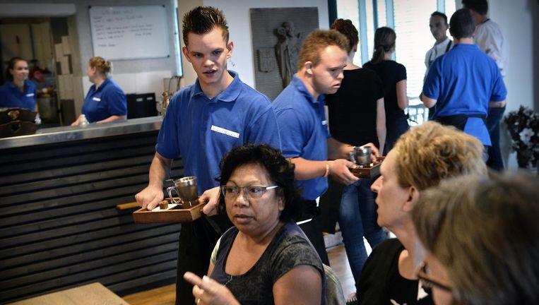 Lunchcafé Brownies & Downies in Veghel, dat een leerwerkplek biedt aan 'mensen met mogelijkheden'. Beeld Marcel van den Bergh/de Volkskrant