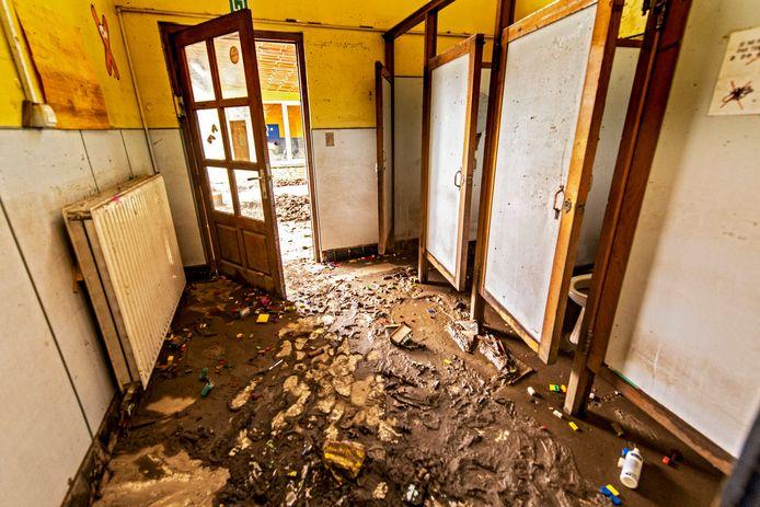 Tal van woningen en instellingen waaronder scholen zijn zwaar getroffen in Pepinster.