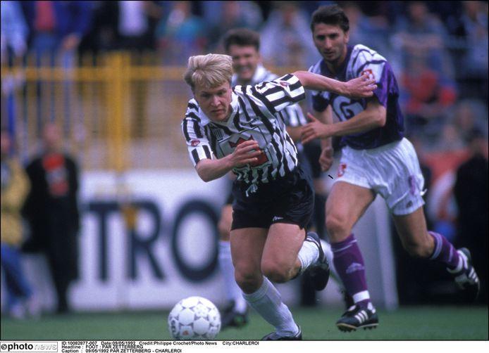 Pär Zetterberg in het shirt van Charleroi tegen Anderlecht (1992)