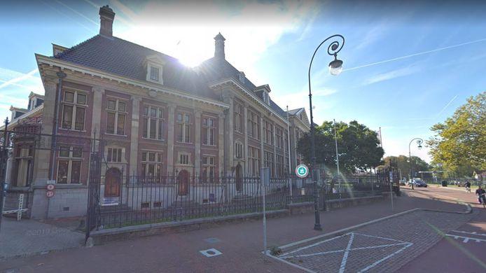 De voormalige dienstwoning van de Rijksmunt in Utrecht aan de Leidseweg. Rechts het hoofdgebouw.