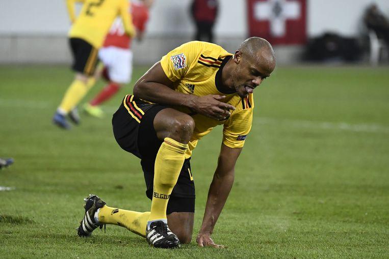 Rode Duivel Vincent Kompany, uitgeteld op de grasmat nadat België een 5-2-nederlaag tegen Zwitserland leed. Beeld BELGA