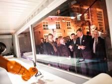 Robot die Statenbijbel kalligrafeert in Dordrecht is buiten werking
