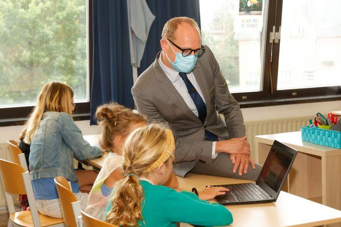 Onderwijsminister Weyts investeert fors in Limburgse bouwprojecten op scholen.