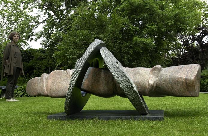 Een werk van beeldhouwer Hanneke Mols- van Gool