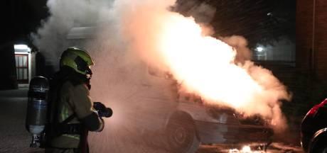 Bestelbus zwaar beschadigd door brand in Voorburg