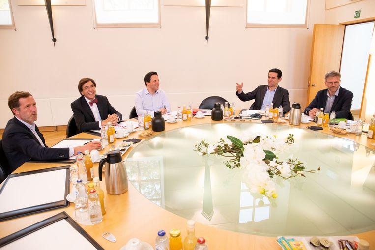 Ecolo-voorzitter Jean-Marc Nollet (2e r.) en fractieleider Stéphane Hazée spraken woensdag al met de PS over de mogelijke toekomstige regeringsvorming.