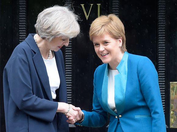 Theresa May en Nicola Sturgeon in juli vorig jaar.