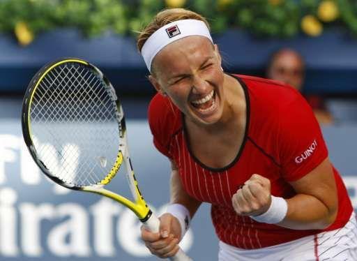 Svetlana Kuznetsova s'est qualifiée pour la finale du tournoi WTA de Dubai, en battant la Serbe Jelena Jankovic (WT4/N.4) 5-7, 6-4, 6-3.