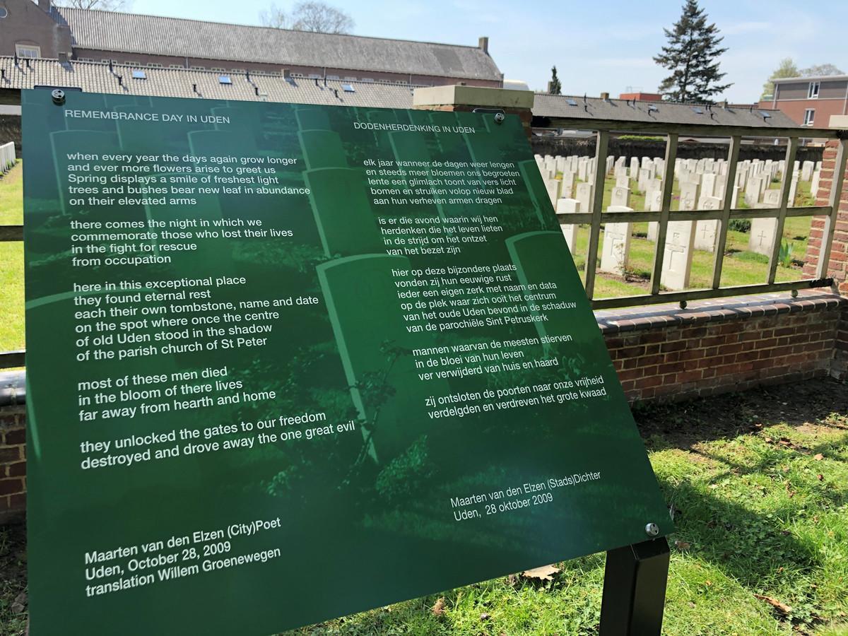Het gedicht van Maarten van den Elzen heeft een vaste plek gekregen bij het monument bij het oorlogskerkhof in Uden.