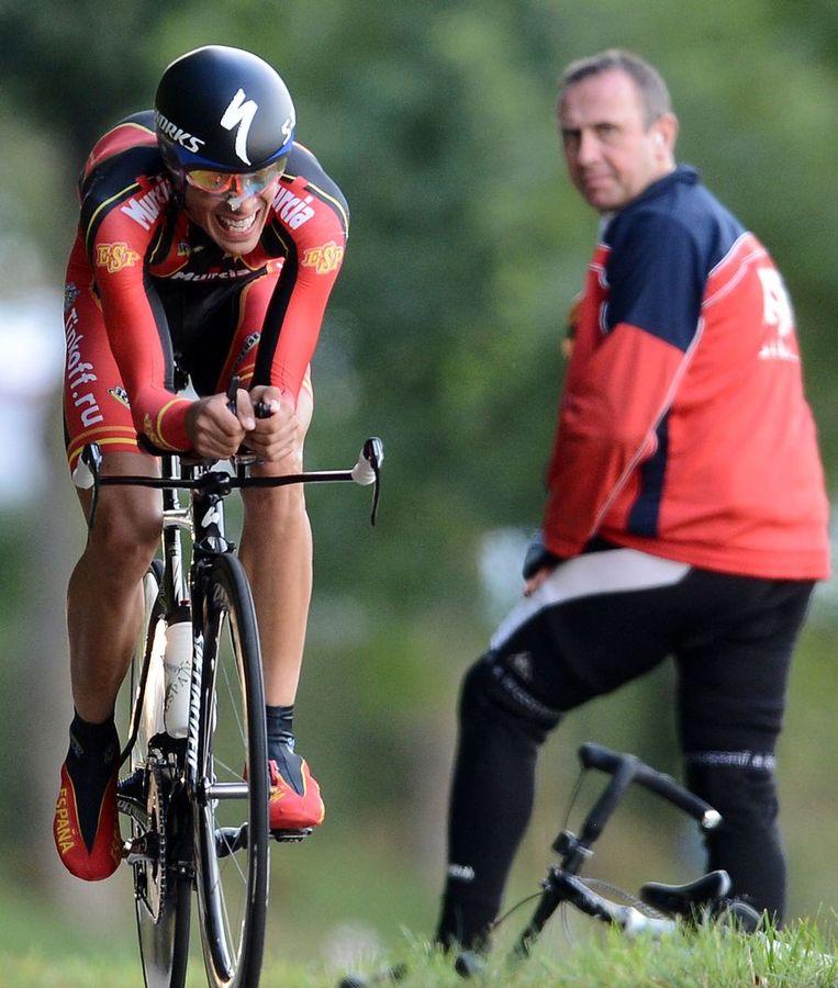 Alberto Contador werd onderweg bijgehaald. Beeld AFP