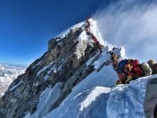 Nog eens drie doden bij beklimming absurd drukke Mount Everest