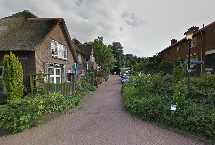 Historische straatlantaarn op de hoek Noorderlaan-Middenlaan in Heveadorp.