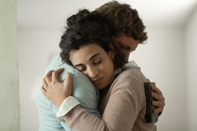 Maxime en Daphné vertellen elkaar over hun liefdeslevens in Les choses qu'on dit, les choses qu'on fait. Beeld Pascal Chantier
