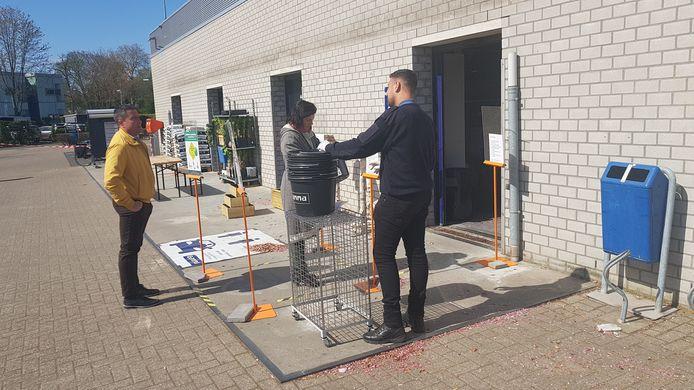 Bij de Gamma in Boxtel mocht één klant per huishouden naar binnen.