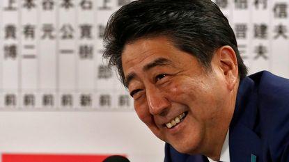 Japanse premier Shinzo Abe haalt duidelijke zege bij vervroegde verkiezingen