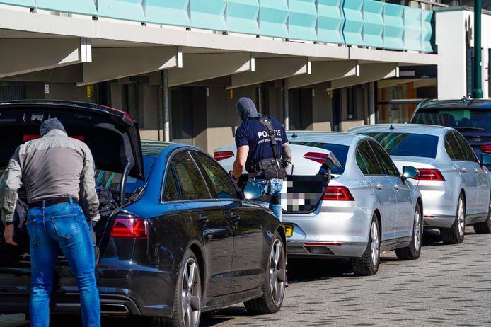 Het arrestatieteam arriveert bij de flat in de Geldropse Admiraal Byrdstraat