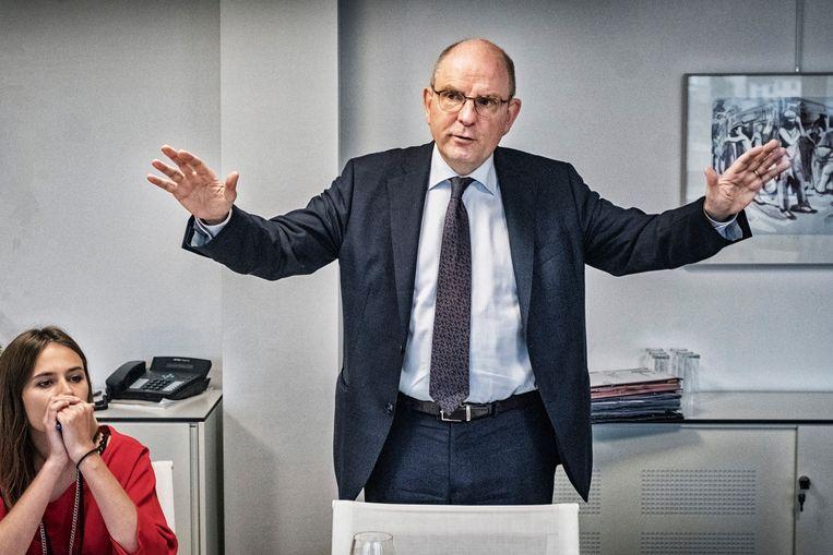 Minister Koen Geens en zijn woordvoerster Sieghild Lacoere. 'Hoe ik herinnerd word, interesseert mij niet bovenmatig.' Beeld Tim Dirven