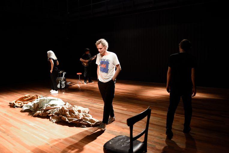 Scene uit 1991 van theatergezelschap 't Barre Land, te zien in theater Frascati.    Beeld Sofie Knijff