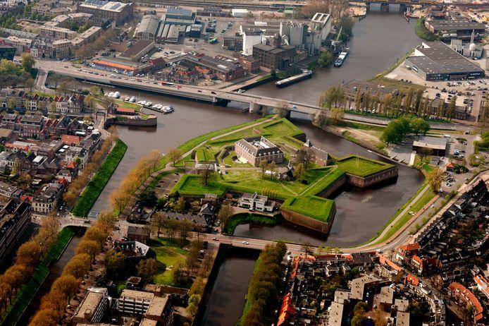 De Diezebrug tussen Citadel en Kop van het Zand (linksboven) en Orthenpoort-Zuid (rechtsboven). De brug uit 1939 verdwijnt en komt (verlaagd) verder van de Citadel af te liggen in een nieuw gebied voor wonen, werken en verblijven.