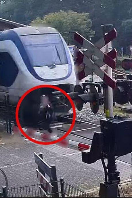 Vrouw kruipt met 'oerdomme' actie door oog van de naald op spoorwegovergang Ermelo, ProRail is helemaal klaar met spoorlopers