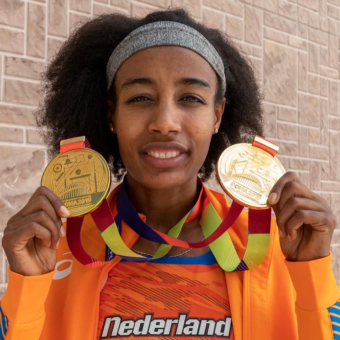 Sifan Hassan met haar gouden medailles.