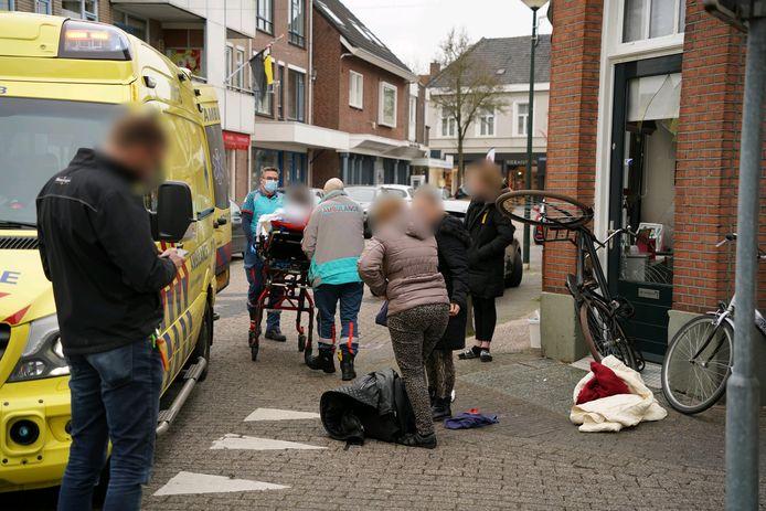 Een fietser is woensdagmiddag gewond geraakt toen hij op de Hoofdstraat in Didam werd aangereden door een auto.