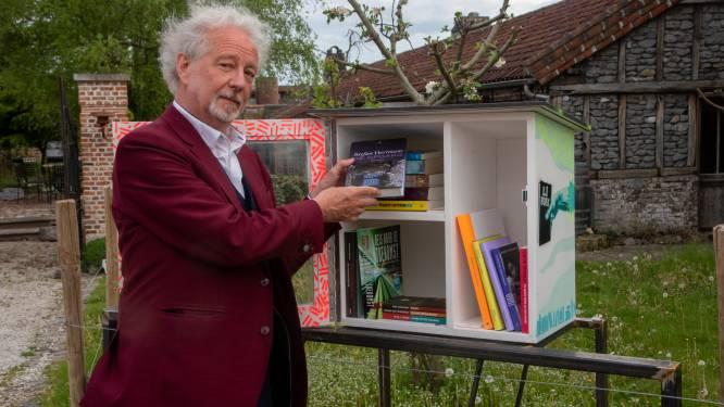 Stefan Hertmans opent nieuwe boekenruilkast aan De Corridor