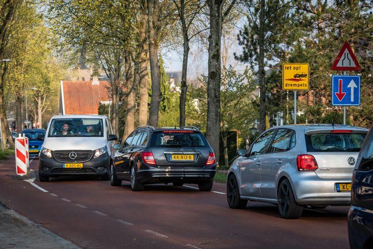 De Sloterweg wordt véél te intensief gebruikt. Zo'n 15.000 auto's per dag, terwijl de maximale capaciteit wordt geschat op 6000. Beeld Dingena Mol
