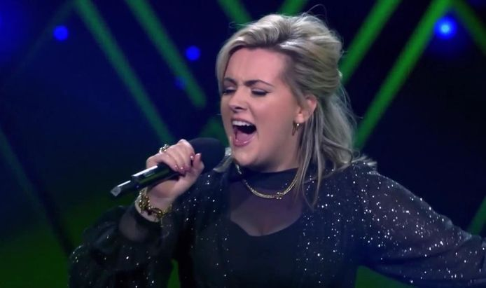 Nienke Fitters uit Loon op Zand is door naar de liveshows van The Voice of Holland.