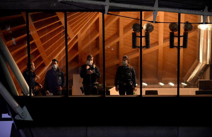 Agenten aanwezig voor een zitting in het proces van Assadi in het gerechtsgebouw van Antwerpen. Beeld van november vorig jaar.