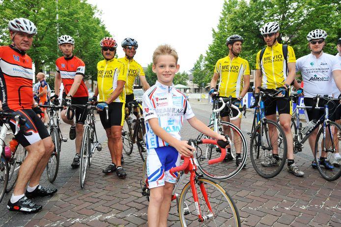 De 7-jarige Max van Kempen trok in 2010 veel aandacht bij de officiële opening van Moergestel Fietsdorp 2010.
