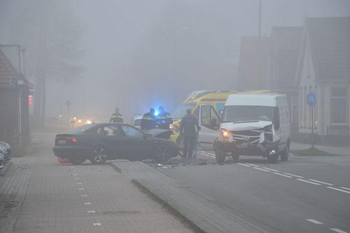 De ravage was groot na de frontale botsing op de Steenwijkerweg.