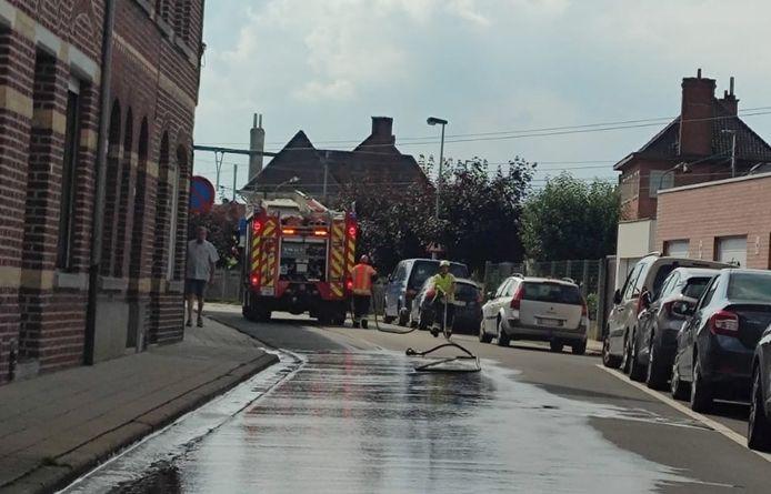 De brandweer ruimde een oliespoor in de Bissegemsestraat