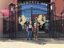 Riet (88) tijdens kampioensduel FC Twente voor het eerst in het stadion: 'Tranen in de ogen'